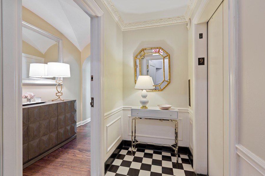 Real Estate Photography - 1366 North Dearborn St, 9A, Chicago, IL, 60610 - Foyer