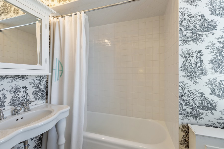 Real Estate Photography - 1366 North Dearborn St, 9A, Chicago, IL, 60610 - Bathroom