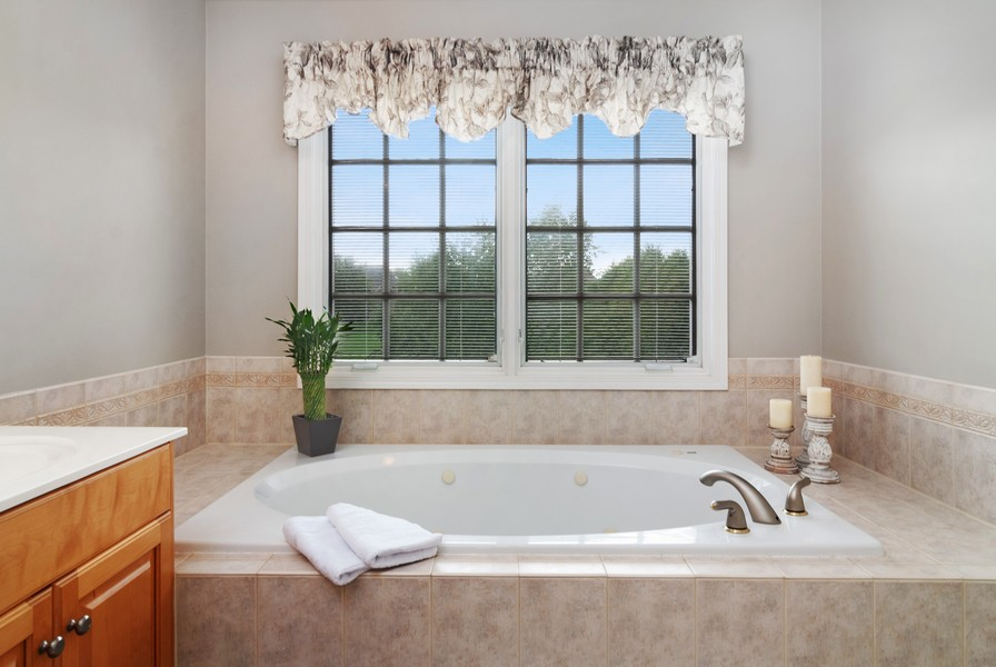 Real Estate Photography - 2538 Spring Green Way, Batavia, IL, 60510 - Master Bathroom