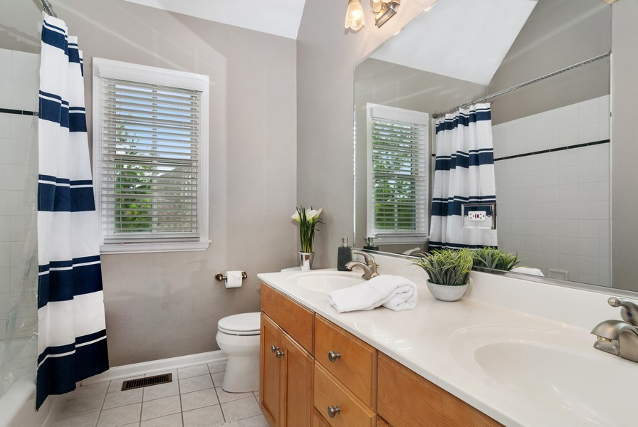 Real Estate Photography - 2538 Spring Green Way, Batavia, IL, 60510 - 2nd Bathroom