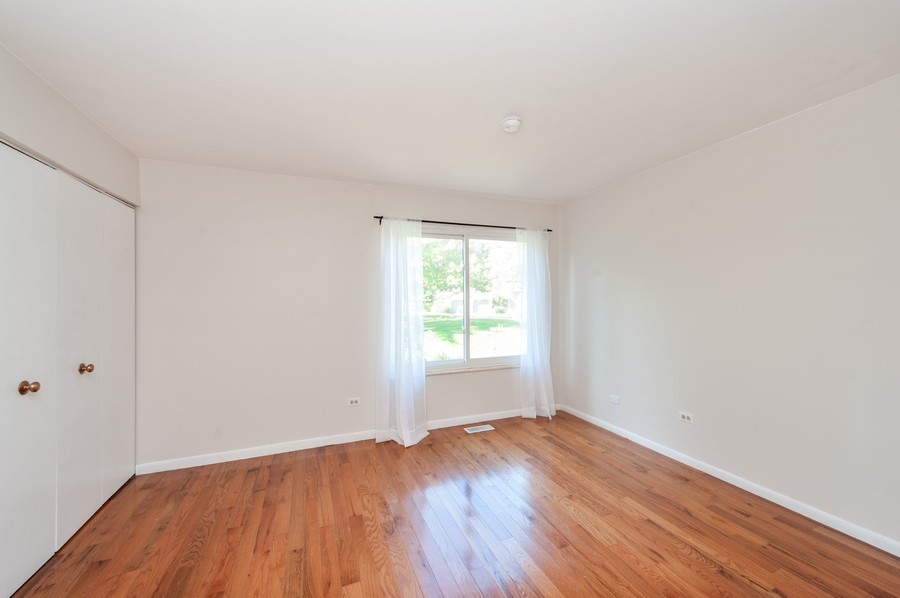 Real Estate Photography - 523 Woodview Rd, D, Lake Barrington, IL, 60010 - 2nd Bedroom