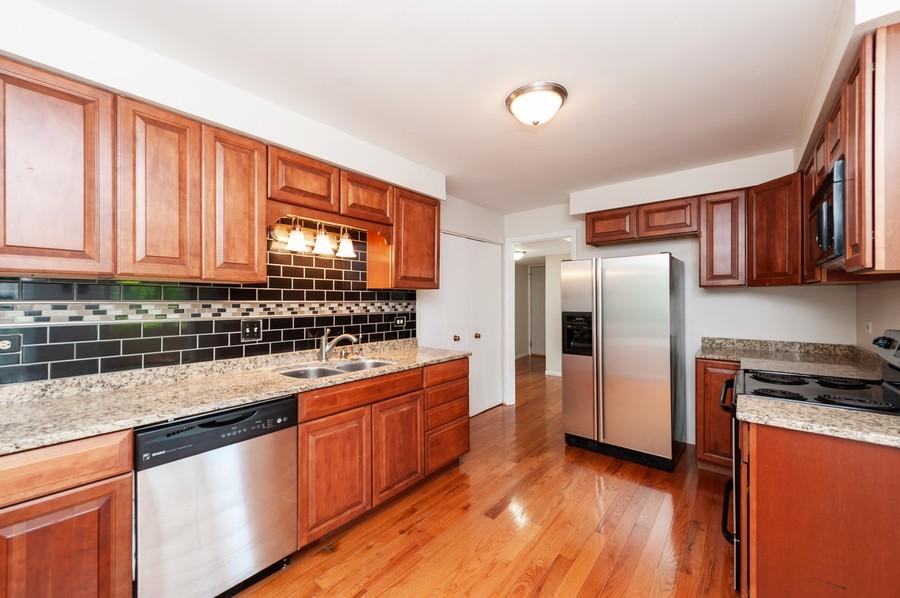 Real Estate Photography - 523 Woodview Rd, D, Lake Barrington, IL, 60010 - Kitchen