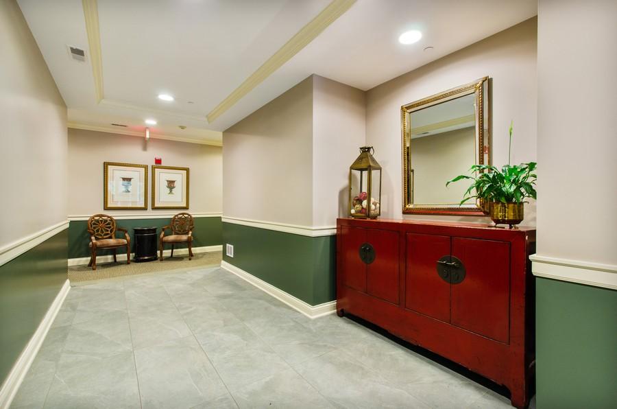 Real Estate Photography - 720 Green Bay Rd, 2E, Winnetka, IL, 60093 - Lobby