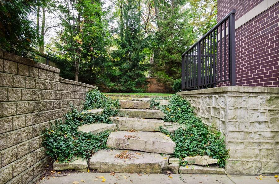 Real Estate Photography - 720 Green Bay Rd, 2E, Winnetka, IL, 60093 - Side View