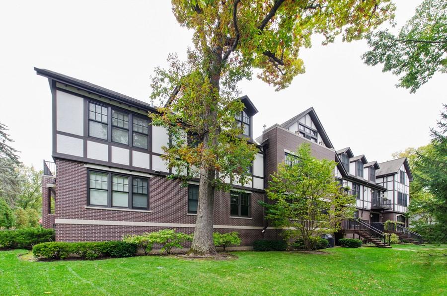 Real Estate Photography - 720 Green Bay Rd, 2E, Winnetka, IL, 60093 - Rear View