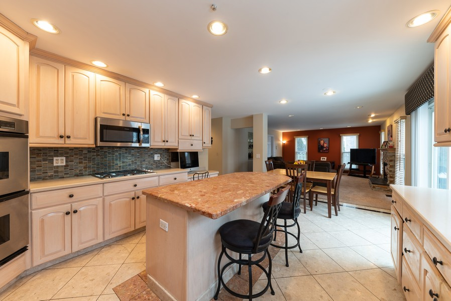 Real Estate Photography - 430 West Whitehall Dr, Arlington Heights, IL, 60004 - Kitchen