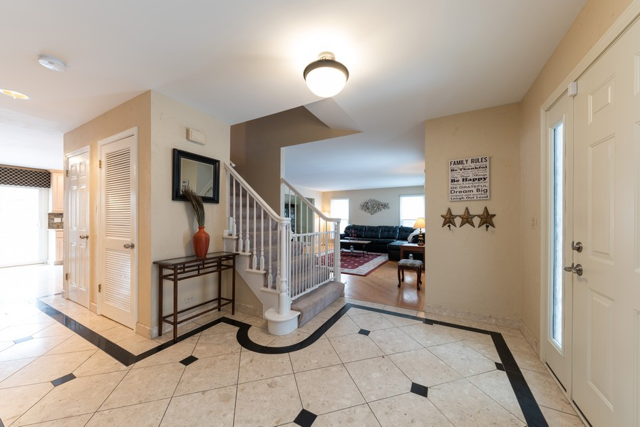 Real Estate Photography - 430 West Whitehall Dr, Arlington Heights, IL, 60004 - Foyer