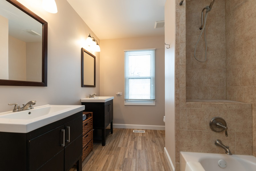 Real Estate Photography - 430 West Whitehall Dr, Arlington Heights, IL, 60004 - 2nd Bathroom