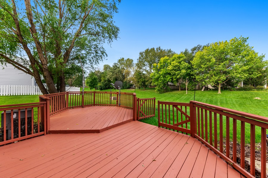 Real Estate Photography - 330 Rodenburg Rd, Roselle, IL, 60172 - Deck