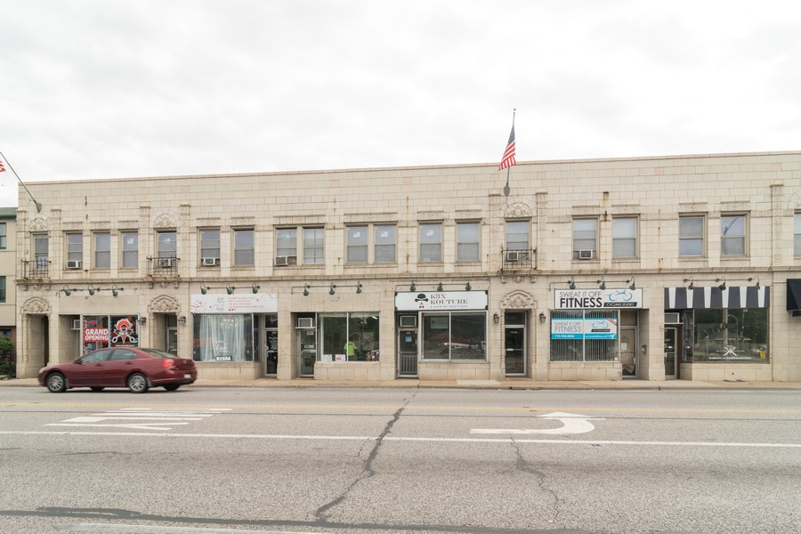 Real Estate Photography - 1142 Chicago Ave, Oak Park, IL, 60302 - Side View