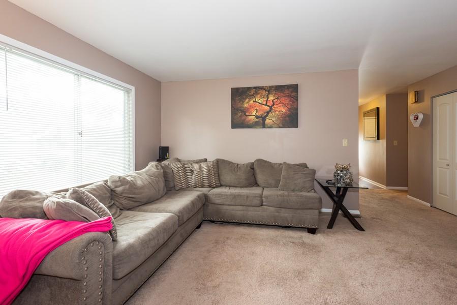 Real Estate Photography - 29W750 Hurlingham Dr, Warrenville, IL, 60555 - Living Room