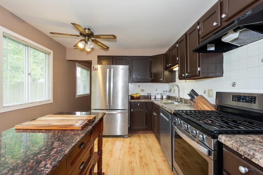 Real Estate Photography - 29W750 Hurlingham Dr, Warrenville, IL, 60555 - Kitchen