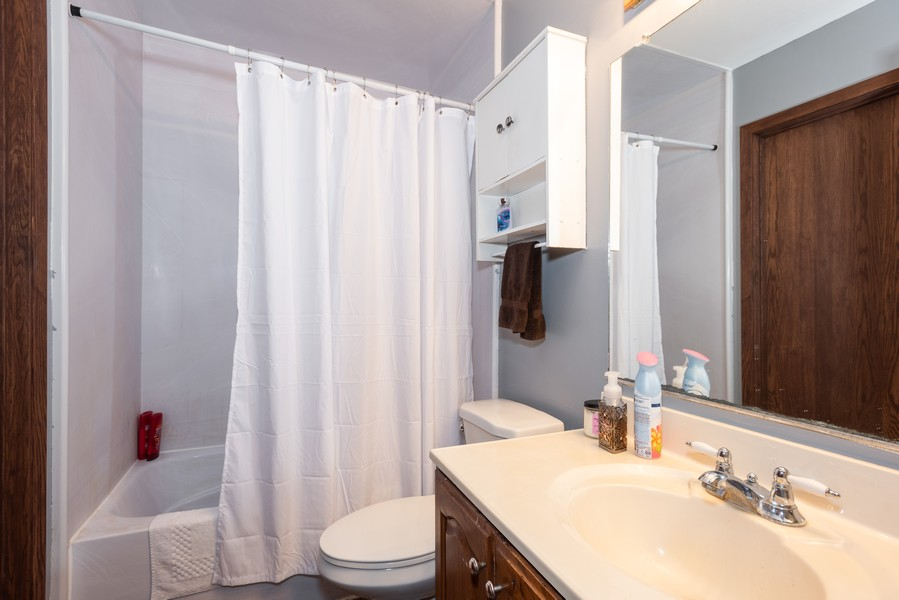Real Estate Photography - 29W750 Hurlingham Dr, Warrenville, IL, 60555 - Bathroom
