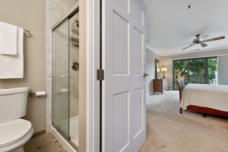Real Estate Photography - 110 South Evergreen Ave, 2AS, Arlington Heights, IL, 60005 - Master Bathroom