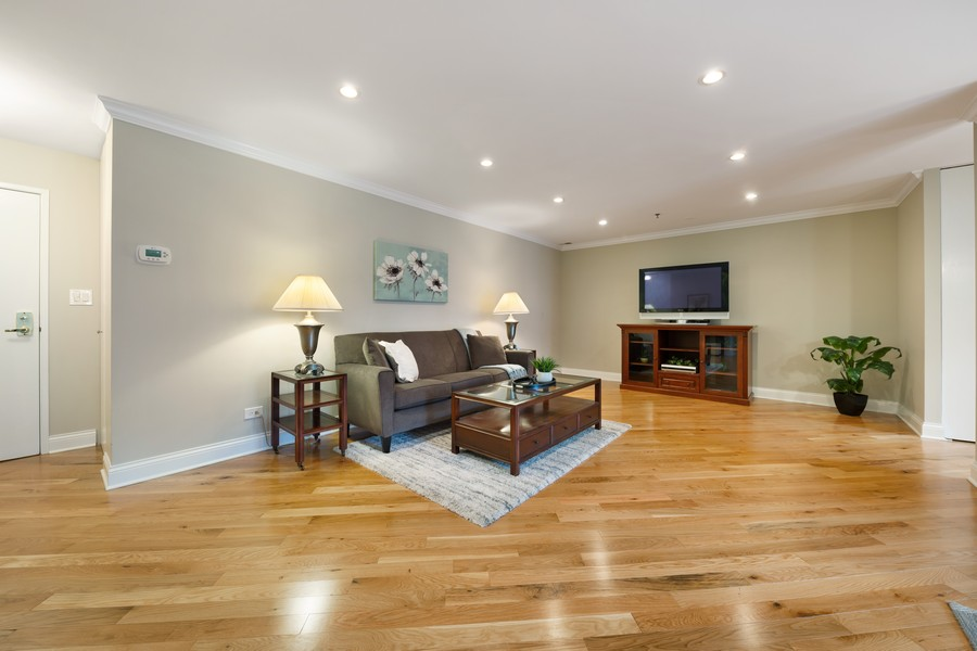 Real Estate Photography - 110 South Evergreen Ave, 2AS, Arlington Heights, IL, 60005 - Family Room