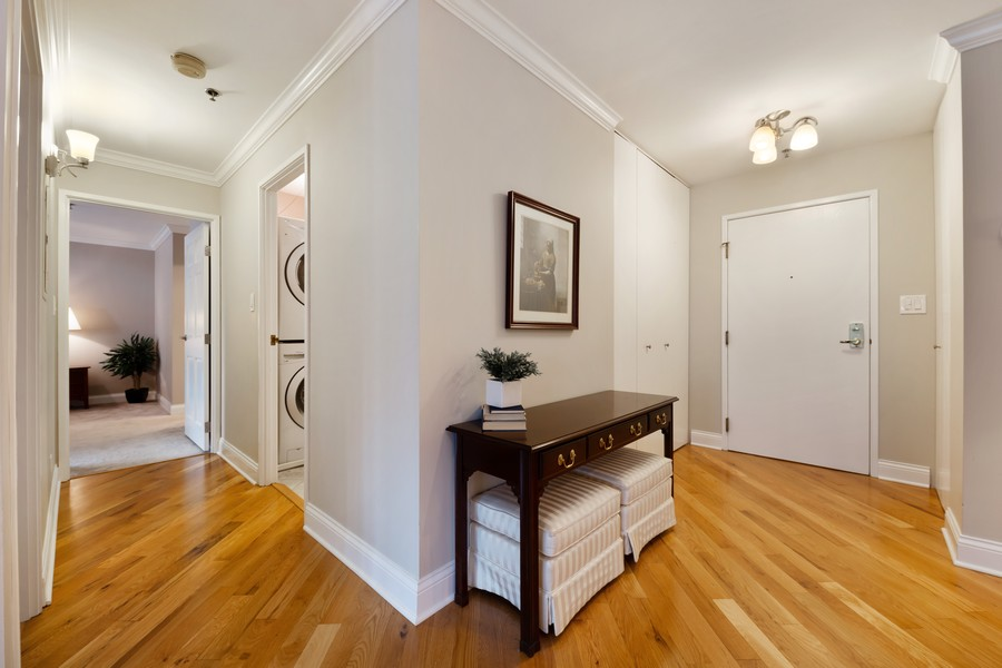 Real Estate Photography - 110 South Evergreen Ave, 2AS, Arlington Heights, IL, 60005 - Foyer