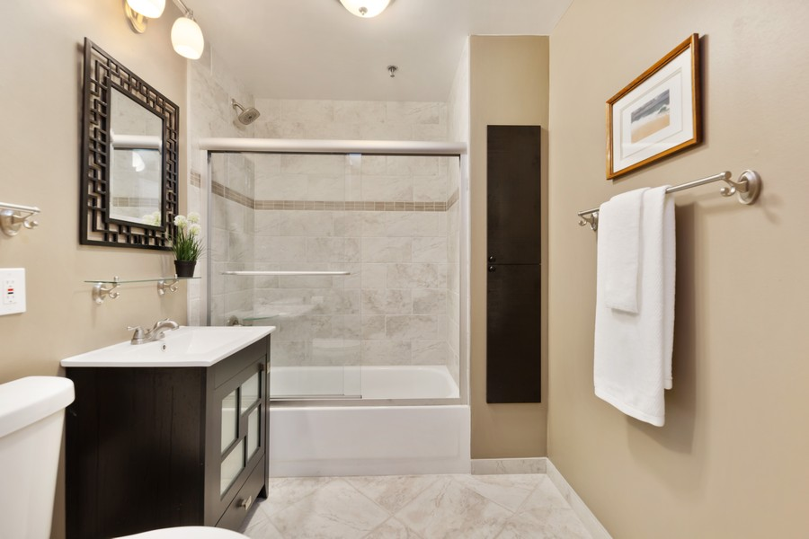 Real Estate Photography - 110 South Evergreen Ave, 2AS, Arlington Heights, IL, 60005 - Bathroom