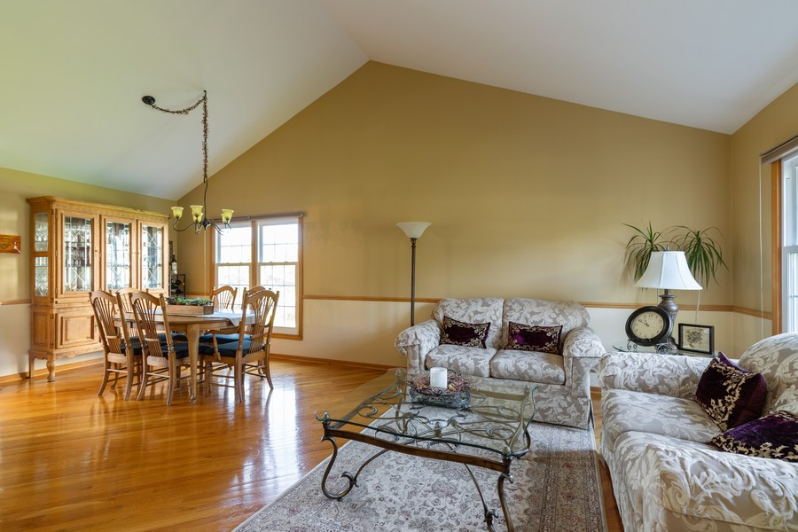 Real Estate Photography - 771 Wexford Ct, Grayslake, IL, 60030 - Living Room