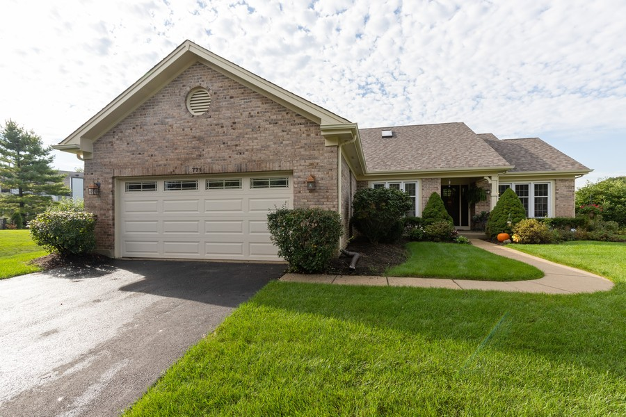 Real Estate Photography - 771 Wexford Ct, Grayslake, IL, 60030 - Front View