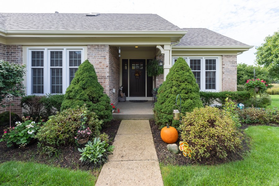 Real Estate Photography - 771 Wexford Ct, Grayslake, IL, 60030 - Porch