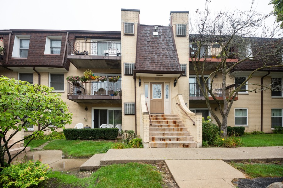 Real Estate Photography - 812 North River Rd, 1C, Mount Prospect, IL, 60056 - Front View
