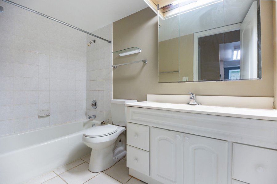 Real Estate Photography - 812 North River Rd, 1C, Mount Prospect, IL, 60056 - Bathroom