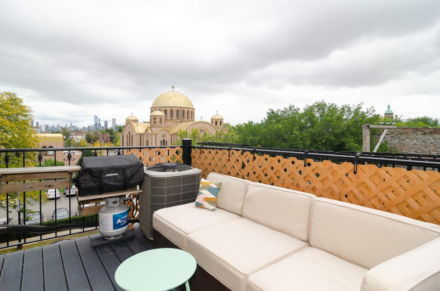 Real Estate Photography - 2303 West Chicago Ave, 4, Chicago, IL, 60622 - Deck