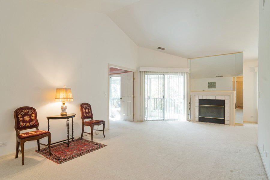 Real Estate Photography - 1007 Butternut Ln, C, Mount Prospect, IL, 60056 - Living Room