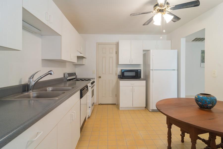 Real Estate Photography - 1007 Butternut Ln, C, Mount Prospect, IL, 60056 - Kitchen