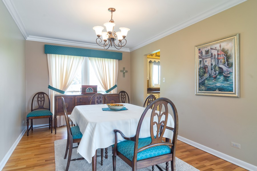 Real Estate Photography - 12 West Appletree Ln, Arlington Heights, IL, 60004 - Dining Room