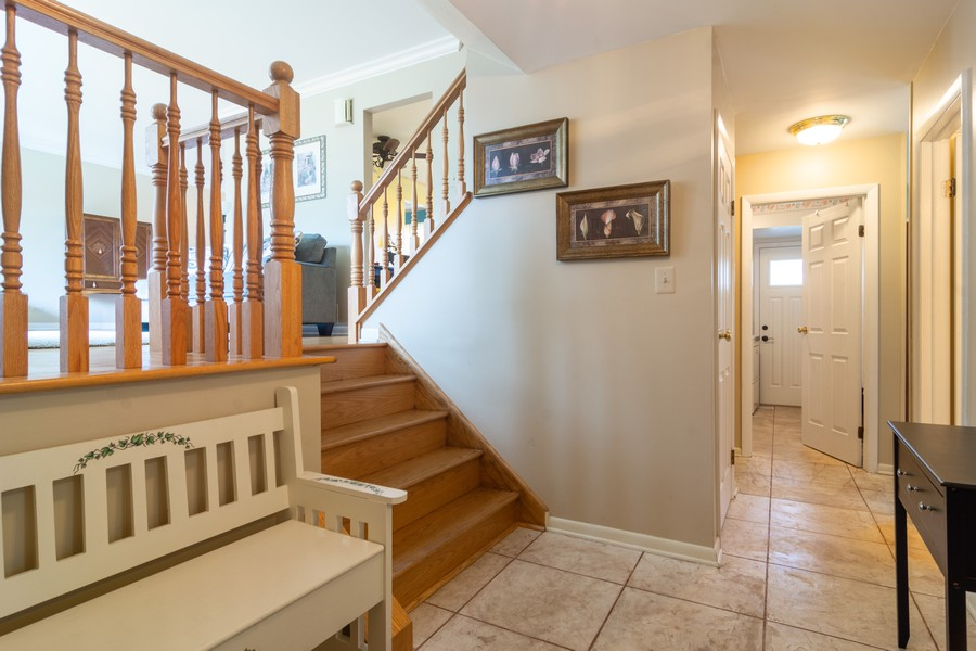 Real Estate Photography - 12 West Appletree Ln, Arlington Heights, IL, 60004 - Foyer