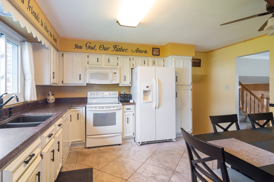 Real Estate Photography - 12 West Appletree Ln, Arlington Heights, IL, 60004 - Kitchen