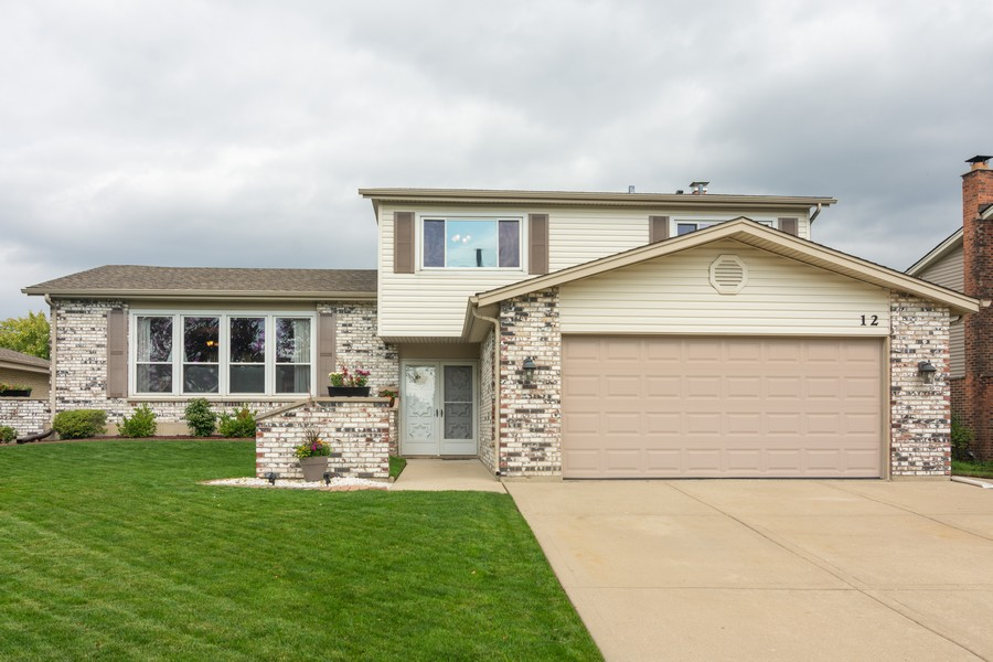 Real Estate Photography - 12 West Appletree Ln, Arlington Heights, IL, 60004 - Front View
