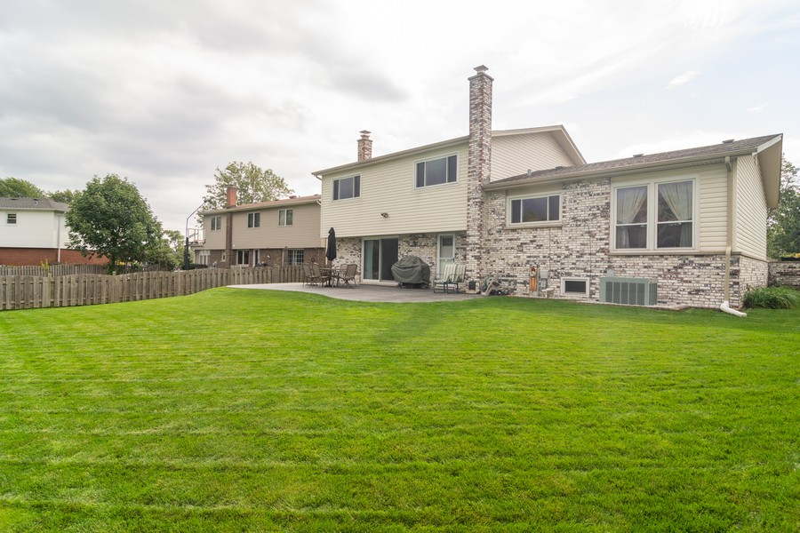 Real Estate Photography - 12 West Appletree Ln, Arlington Heights, IL, 60004 - Rear View