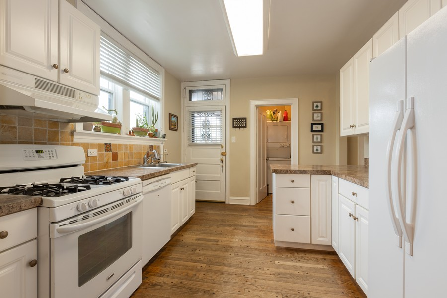 Real Estate Photography - 2640 West Fargo Ave, UNIT2, Chicago, IL, 60645 - Kitchen