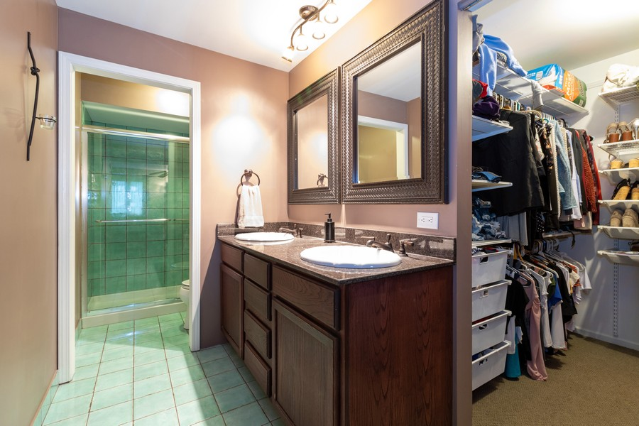 Real Estate Photography - 9816 Mill Dr West Dr, B2, Palos Park, IL, 60464 - Master Bathroom