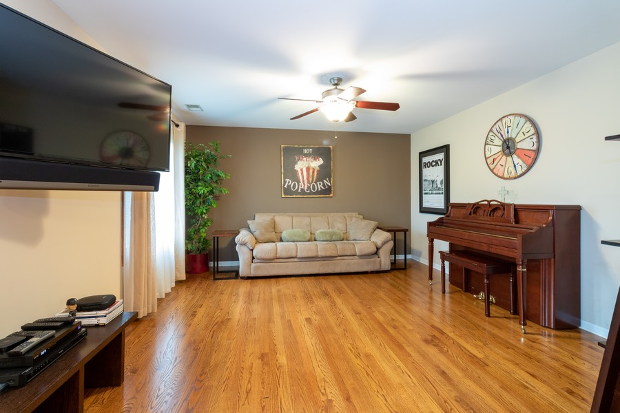 Real Estate Photography - 9816 Mill Dr West Dr, B2, Palos Park, IL, 60464 - Family Room