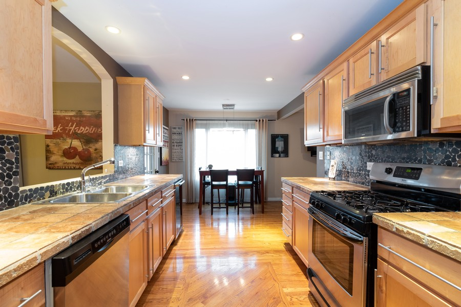 Real Estate Photography - 9816 Mill Dr West Dr, B2, Palos Park, IL, 60464 - Kitchen