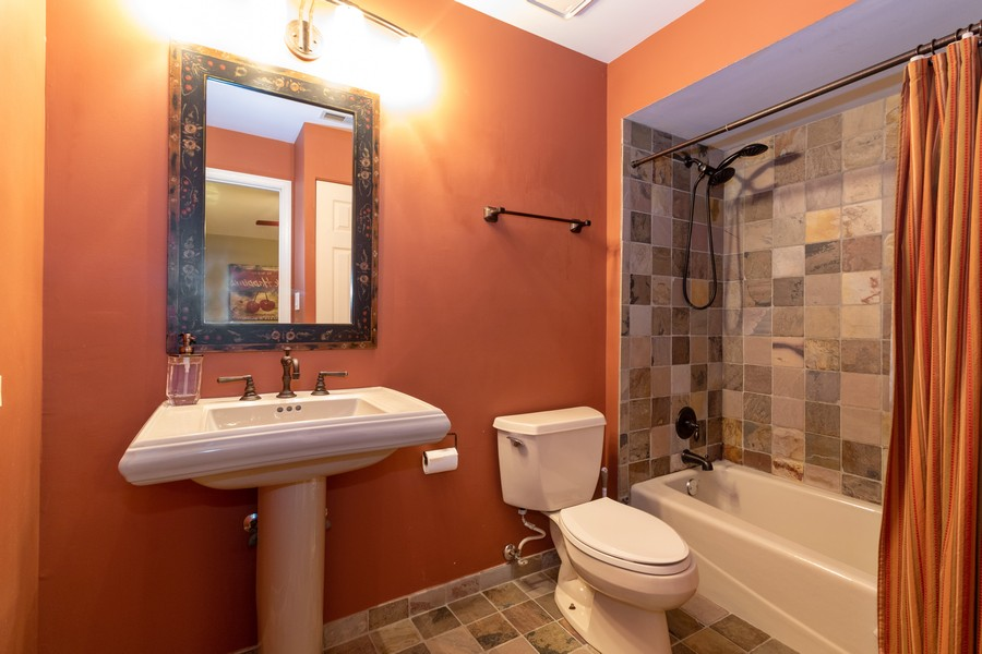 Real Estate Photography - 9816 Mill Dr West Dr, B2, Palos Park, IL, 60464 - Bathroom