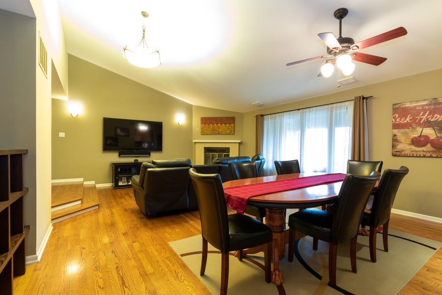 Real Estate Photography - 9816 Mill Dr West Dr, B2, Palos Park, IL, 60464 - Living Room / Dining Room