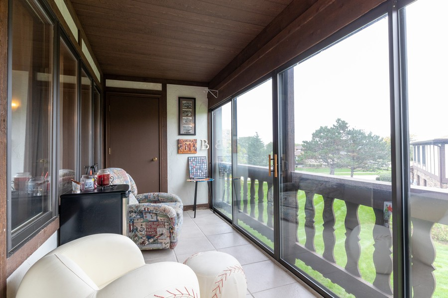 Real Estate Photography - 9816 Mill Dr West Dr, B2, Palos Park, IL, 60464 - Balcony