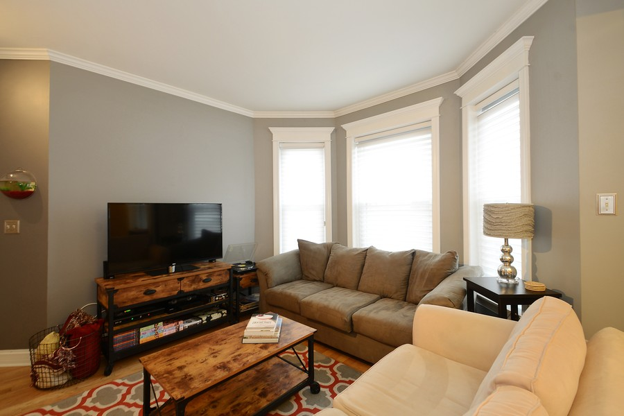 Real Estate Photography - 3804 N Fremont St, 1, Chicago, IL, 60613 - Living Room