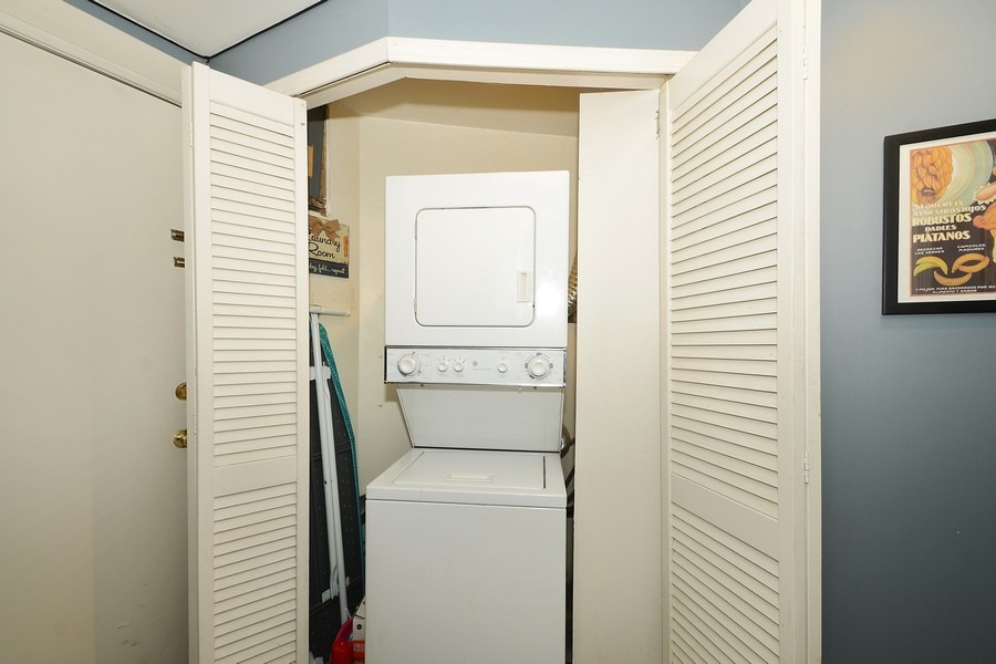 Real Estate Photography - 3804 N Fremont St, 1, Chicago, IL, 60613 - Laundry Room