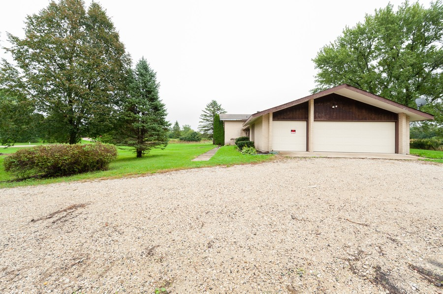 Real Estate Photography - 26661 Country Estates Rd, Barrington, IL, 60010 - Garage