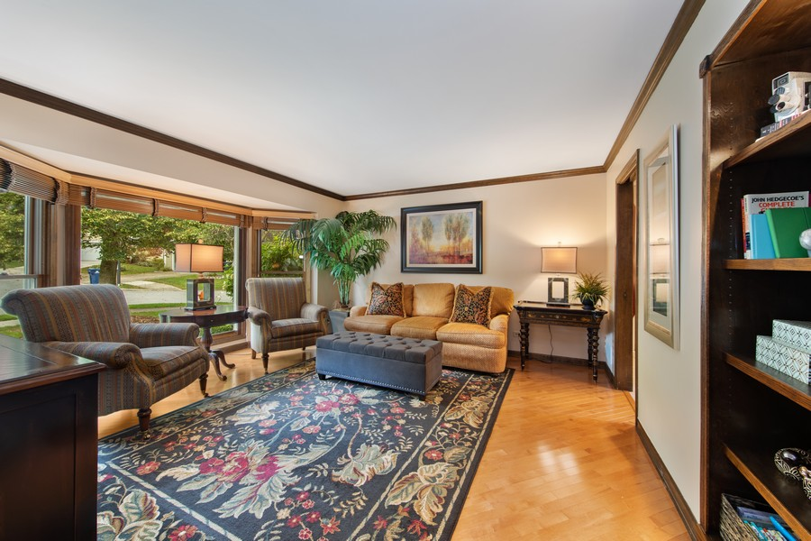 Real Estate Photography - 376 River Bluff Cir, Naperville, IL, 60540 - Living Room