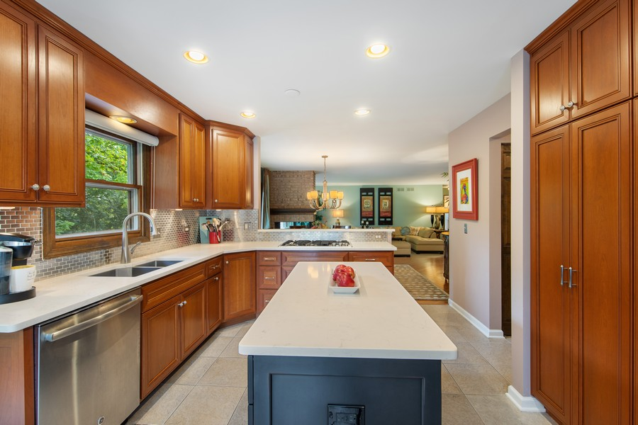Real Estate Photography - 376 River Bluff Cir, Naperville, IL, 60540 - Kitchen