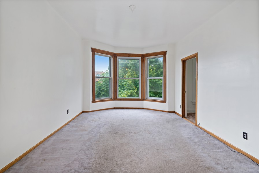 Real Estate Photography - 1820 W. Belle Plaine Ave., Chicago, IL, 60613 - Living Room