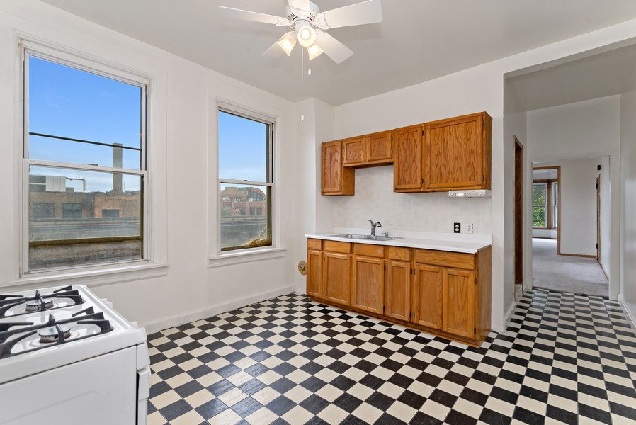 Real Estate Photography - 1820 W. Belle Plaine Ave., Chicago, IL, 60613 - Kitchen