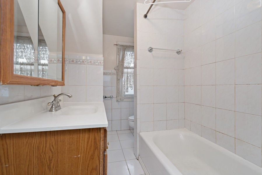 Real Estate Photography - 1820 W. Belle Plaine Ave., Chicago, IL, 60613 - 2nd Bathroom
