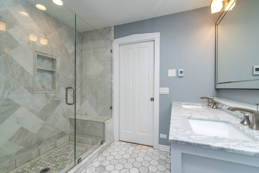 Real Estate Photography - 2003 Chestnut Ave, Wilmette, IL, 60091 - Master Bathroom